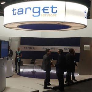 mensen staan bij target services